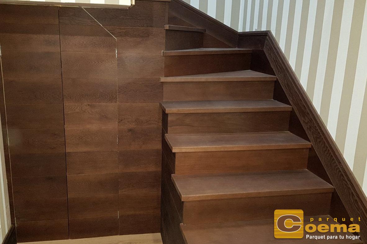 Escaleras huella y tabica de tablón macizo de roble