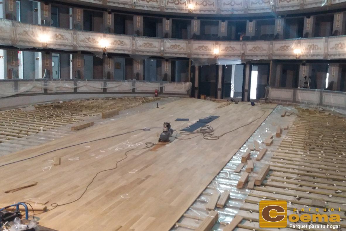 Tarima maciza de roble en Teatro Cervantes de Málaga