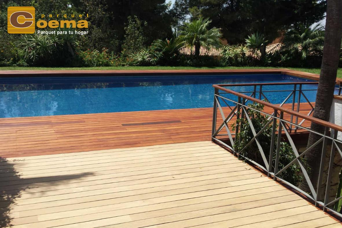 Tarima de exterior en piscina
